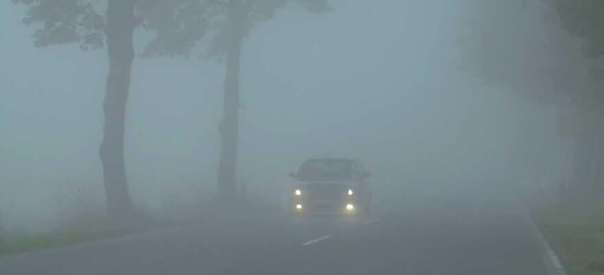управлять автомобилем в условиях ограниченной видимости